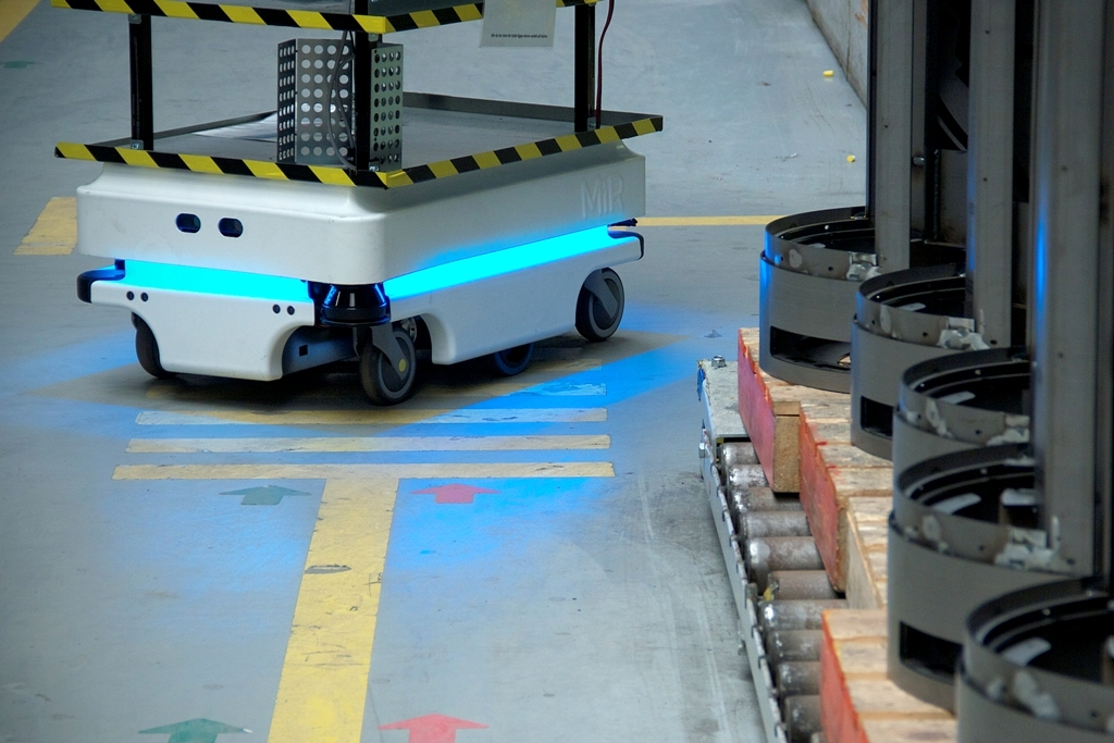 mir zacobria mobile industrial robots agv warehouse store 2